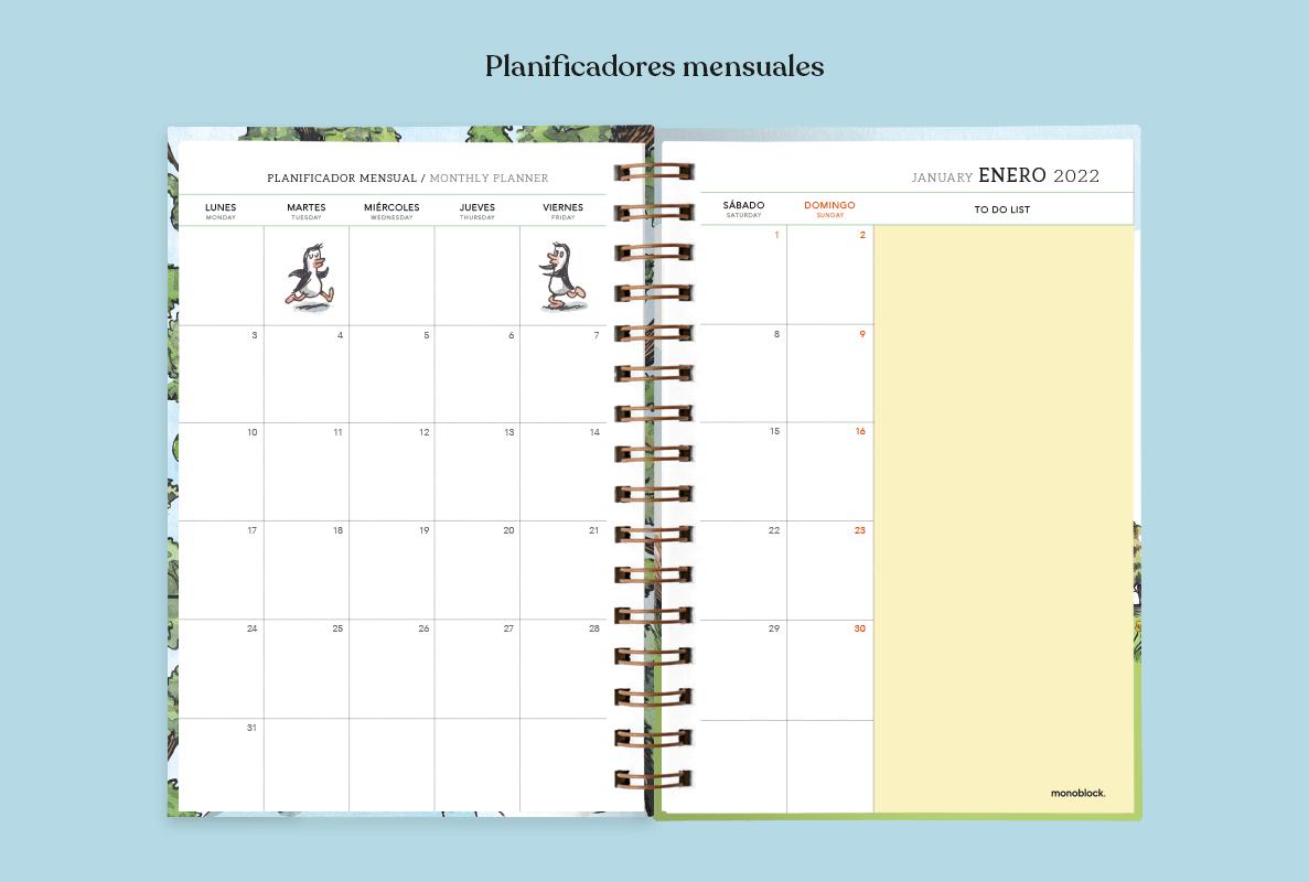 Una agenda anillada Macanudo 2022 abierta al medio, dejando ver la parte de Planificador Mensual, con espacio para lista de pendientes, en color pastel y dibujos de los personajes de los pingüinos