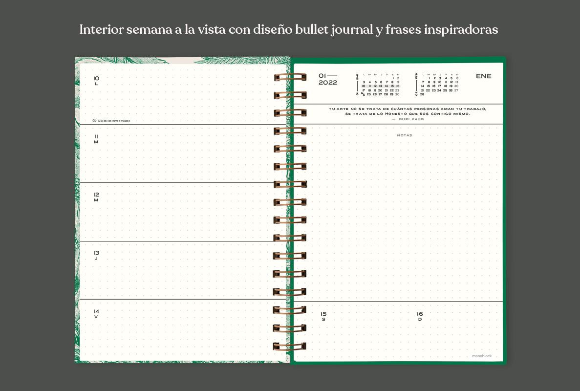 Interior de Agenda Makers 2022 abierta al medio dejando ver dos páginas, una de días de la semana con punteado y otra de notas correspondiente a cada semana, también se ve un calendario.